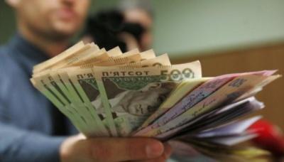 Середня зарплата в березні становила понад 8,8 тисячі