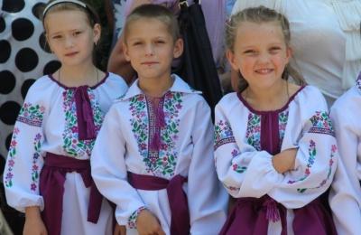 Виставка давніх рушників і сорочки для немовлят: програма Всесвітнього дня вишиванки в Чернівцях