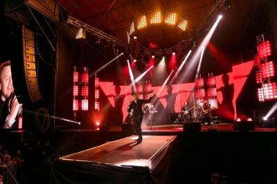 Олег Винник вперше дав концерт у рідному селі