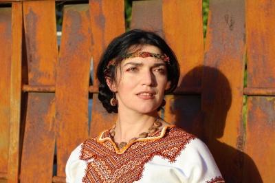 Буковинка, що проживає в США, розповіла про свою вишиванку з 80-річною історією