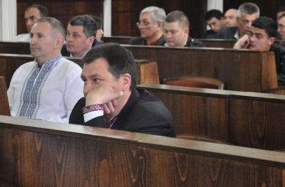 Скандальні землі та вишиті сорочки: як пройшла сесія Чернівецької міської ради - фото