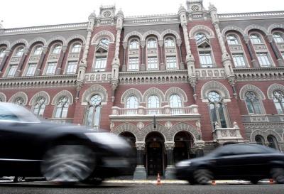 У п'ятницю в Україні подешевшають долари та євро