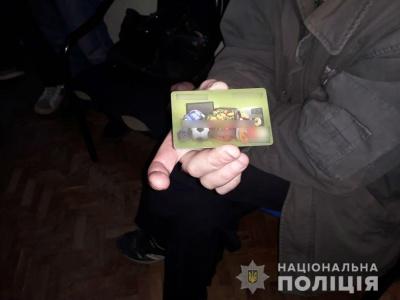 На Буковині затримали іноземця, який викрав з банківських карток жінки 7 тисяч гривень