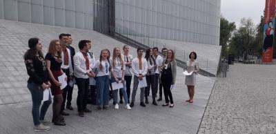 Українські студенти відзначили День вишиванки у центрі Любліна – фото