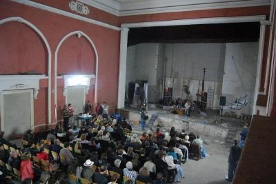 Виконком Чернівців віддав кінотеатр «Україна» церкві «Еммануїл»