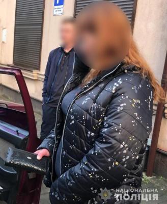 У Чернівцях викрили крадійку гаманців у громадському транспорті