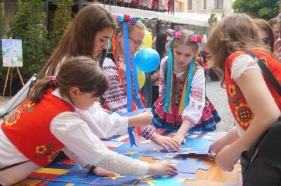 В Черновцах отмечают День Европы - фото