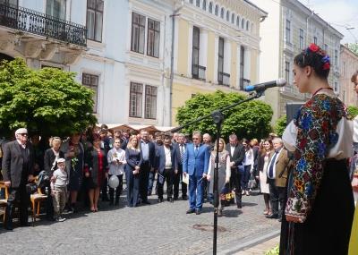 У Чернівцях відзначають день Європи - фото