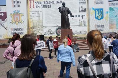 В Черновцах провели акцию в поддержку Олега Сенцова - фото