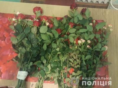 На Буковині викрали троянди та металобрухт