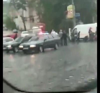 У Чернівцях трапилася ДТП: водій збив пішохода - відео