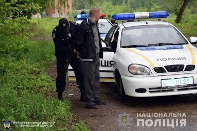 У Чернівцях затримали чоловіка,  який проник до готельного комплексу