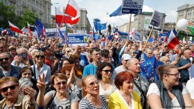 Тисячі поляків вийшли на демонстрацію проти євроскептиків