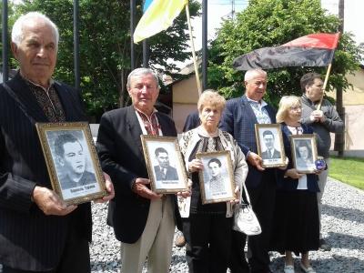 В Черновцах почтили память жертв политических репрессий - фото