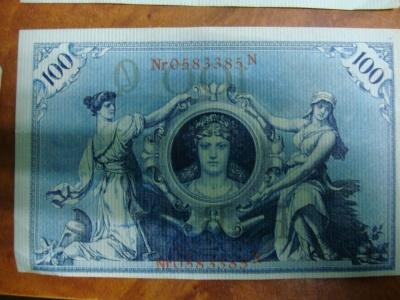 На Буковині митники вилучили в іноземця старовинні німецькі гроші – фото