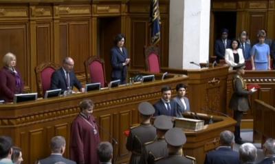 Конфуз на инаугурации Зеленского: упало удостоверение президента Украины - видео