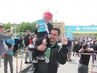 В Черновицком полумарафон приняли участие полторы тысячи бегунов - фото