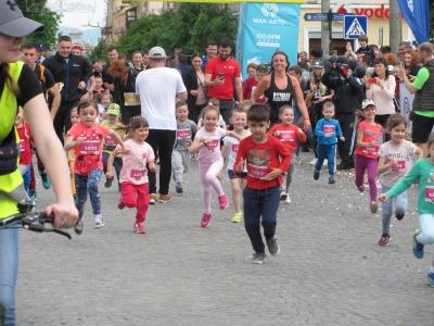 У Чернівецькому півмарафоні взяли участь півтори тисячі бігунів – фото
