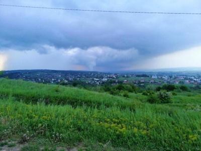Зірвані дахи і повалені дерева: з'явилися фото наслідків жахливого смерчу на Буковині
