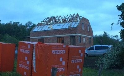 13 будинків без дахів: на Буковині підраховують збитки після жахливого смерчу