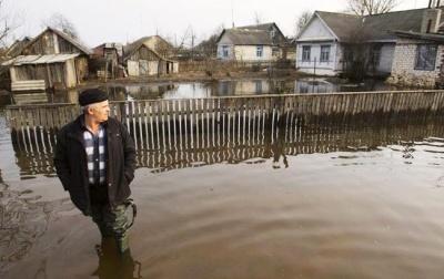 Паводок на Буковині: сильна злива підтопила городи у двох селах