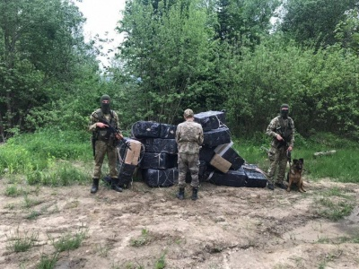 На Буковині з пострілами затримали контрабандиста-втікача і 4 нелегалів - фото