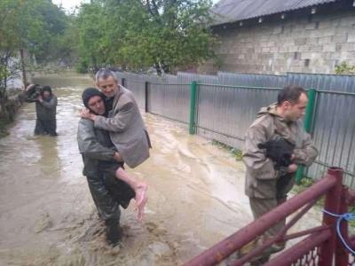 «Людям потрібна допомога»: нардеп повідомив про загрозу підтоплення сіл Буковини