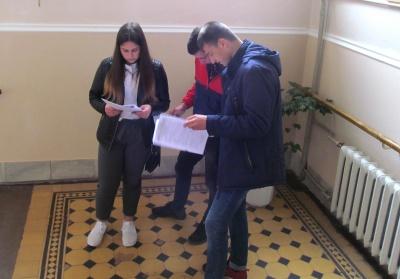 Чернівецькі випускники закінчили здавати ЗНО з математики - фото