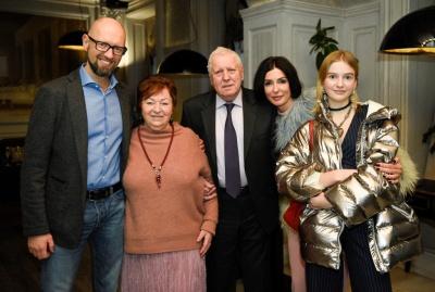 Сьогодні Арсенію Яценюку виповнюється 45 років