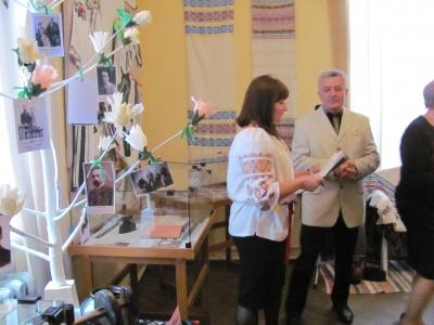 У Чернівцях презентували виставку про село, що стало колискою видатної родини Мандичевських