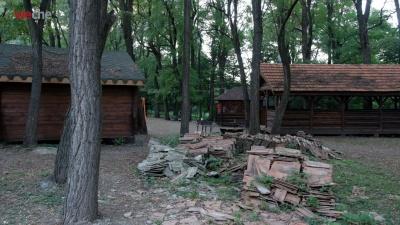 У Чернівецькій міськраді хочуть назавжди позбутися генделика «Халабуда» у парку «Жовтневий»