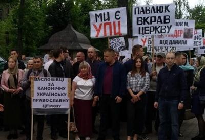 У Чернівцях віряни УПЦ МП влаштували хресний хід через церковний скандал у Товтрах