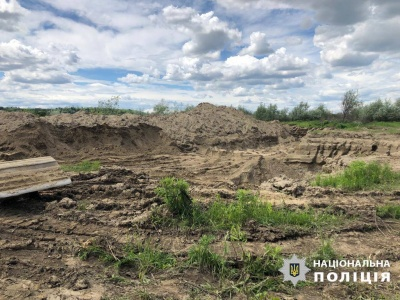 На Буковині затримали двох осіб, які незаконно видобували гравій на річці Прут
