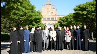 У Чернівцях студенти й викладачі ЧНУ записали відеозвернення до митрополита Епіфанія