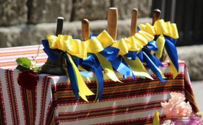 Сьогодні в окремих школах Чернівецької області проходять останні дзвоники