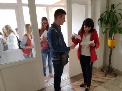 Виявили три телефони та шпаргалку: як пройшло ЗНО на Буковині