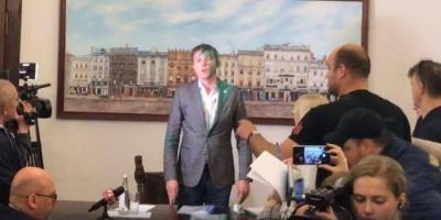 У Львові заступника мера облили фарбою — відео