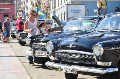 У центрі Чернівців на кілька годин обмежать рух транспорту через фестиваль ретро-автомобілів
