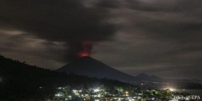 На Балі сталося виверження вулкану: низку рейсів скасовано