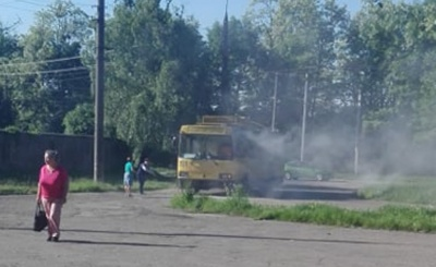 У Чернівцях під час руху загорівся тролейбус, з салону евакуювали пасажирів