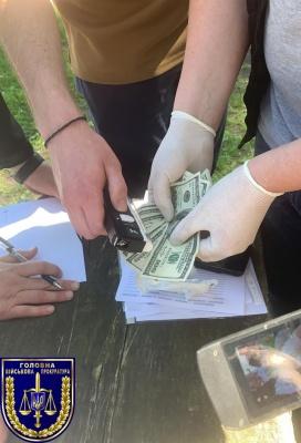 На Буковині прикордонника спіймали на хабарі в 1500 доларів