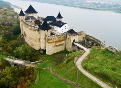 Скандальна фірма екс-мера Хотина знову проведе реставрацію фортеці