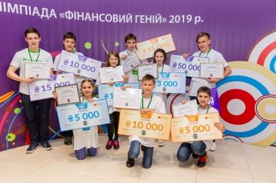 """Школярку з Буковини визнали """"фінансовим генієм"""" (прес-реліз)"""