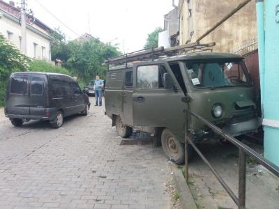 У Чернівцях на одній з вулиць тимчасово обмежено рух транспорту через ДТП