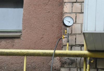Газовий скандал: у будинку на Південно-Кільцевій виявили витік з труби – фото