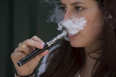 Палити не кинете: вчені спростували міф про електронні сигарети