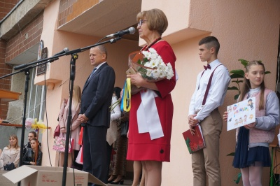 У школах Чернівців сьогодні пролунав останній дзвоник – фото