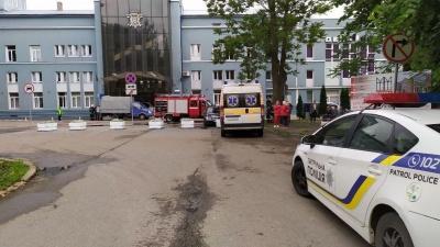 Вибухівки не знайшли: у Чернівцях поліція завершила обстеження об'єктів