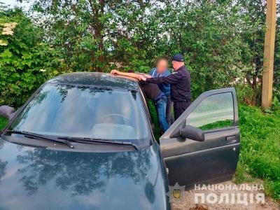 На Буковині поліція знайшла викрадений автомобіль «ВАЗ» і затримала його крадія