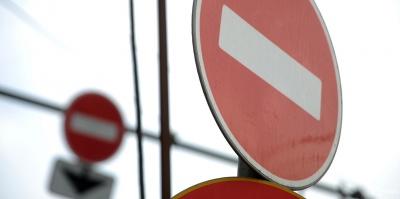 Паводок на Буковині: на Вижниччині стався зсув грунту, поліція перекрила дорогу